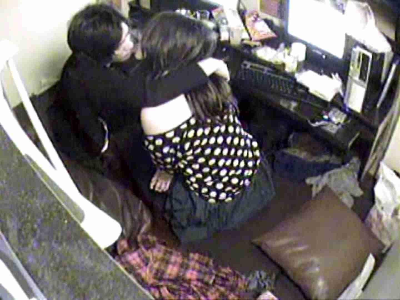 インターネットカフェの中で起こっている出来事 vol.003 カップル盗撮  81画像 81