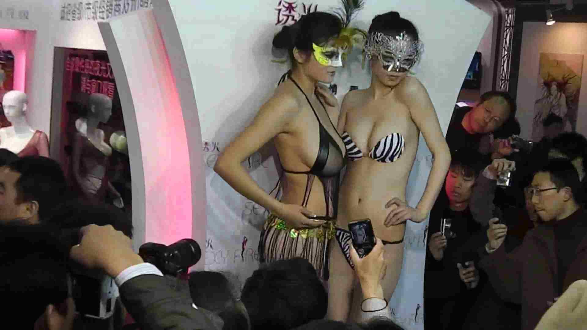 日本成人用品展览会。vol.02 着替えシーンもありマス エロティックなOL 盗み撮り動画 92画像 50