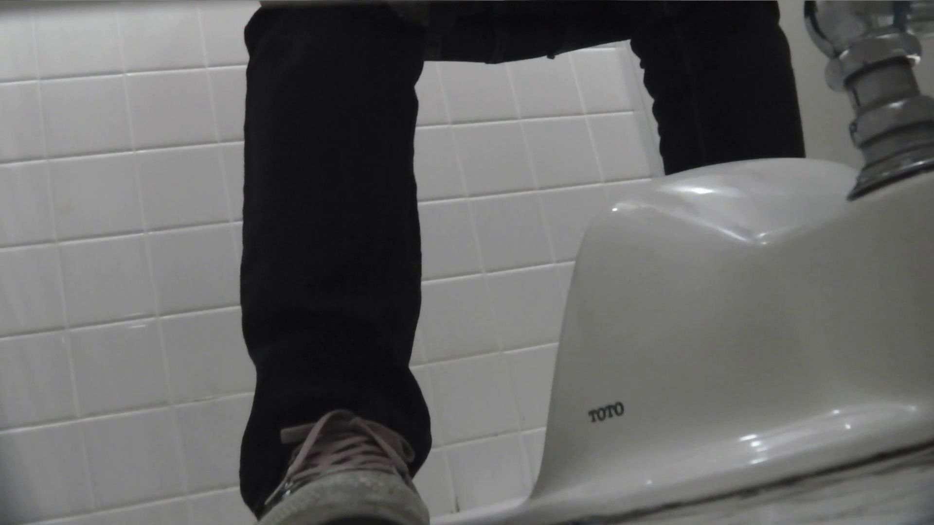 vol.08 命がけ潜伏洗面所! 黒ストッキングが流行りです。 エロティックなOL  64画像 56