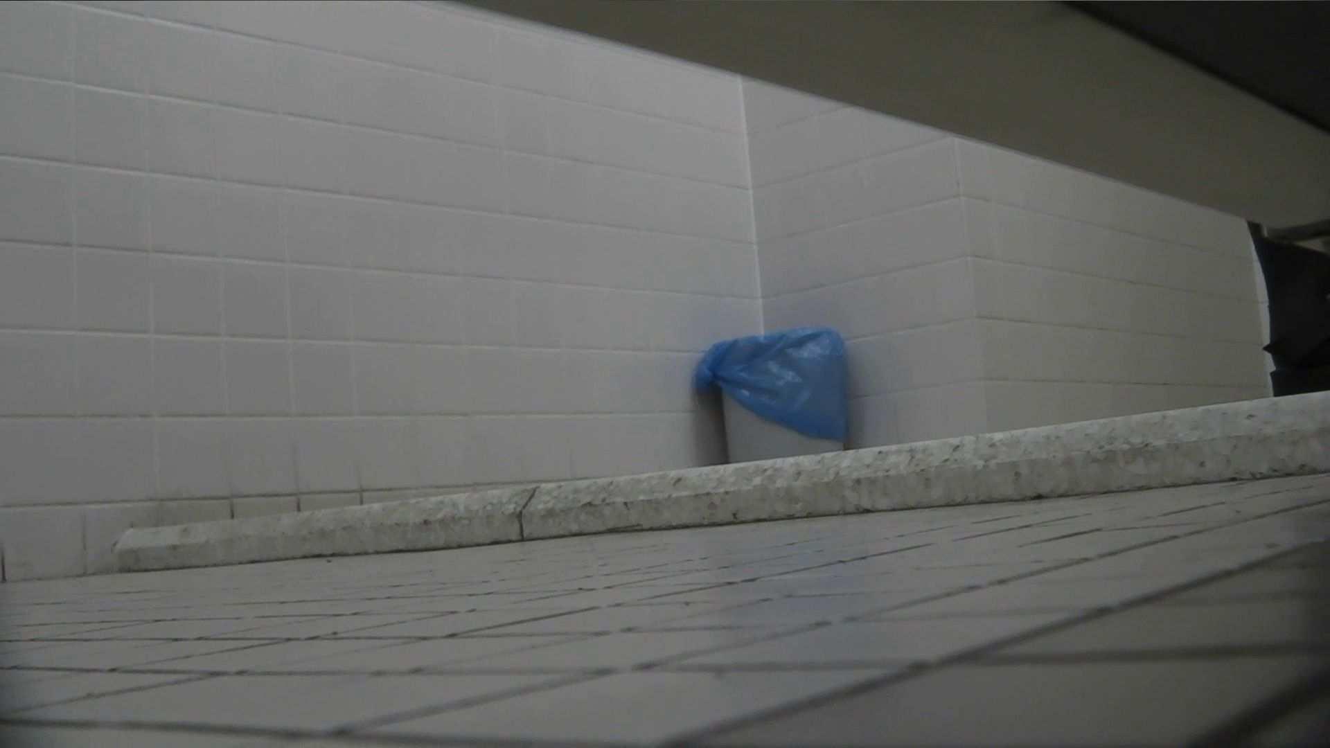 vol.08 命がけ潜伏洗面所! 黒ストッキングが流行りです。 エロティックなOL | 潜入  64画像 61