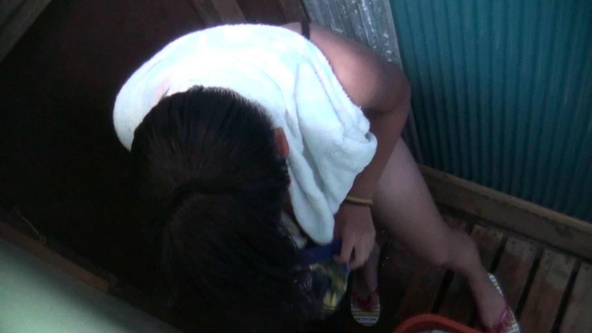 シャワールームは超!!危険な香りVol.17 ガーリーなビキニと下着に興奮です! 脱衣所の着替え  69画像 39