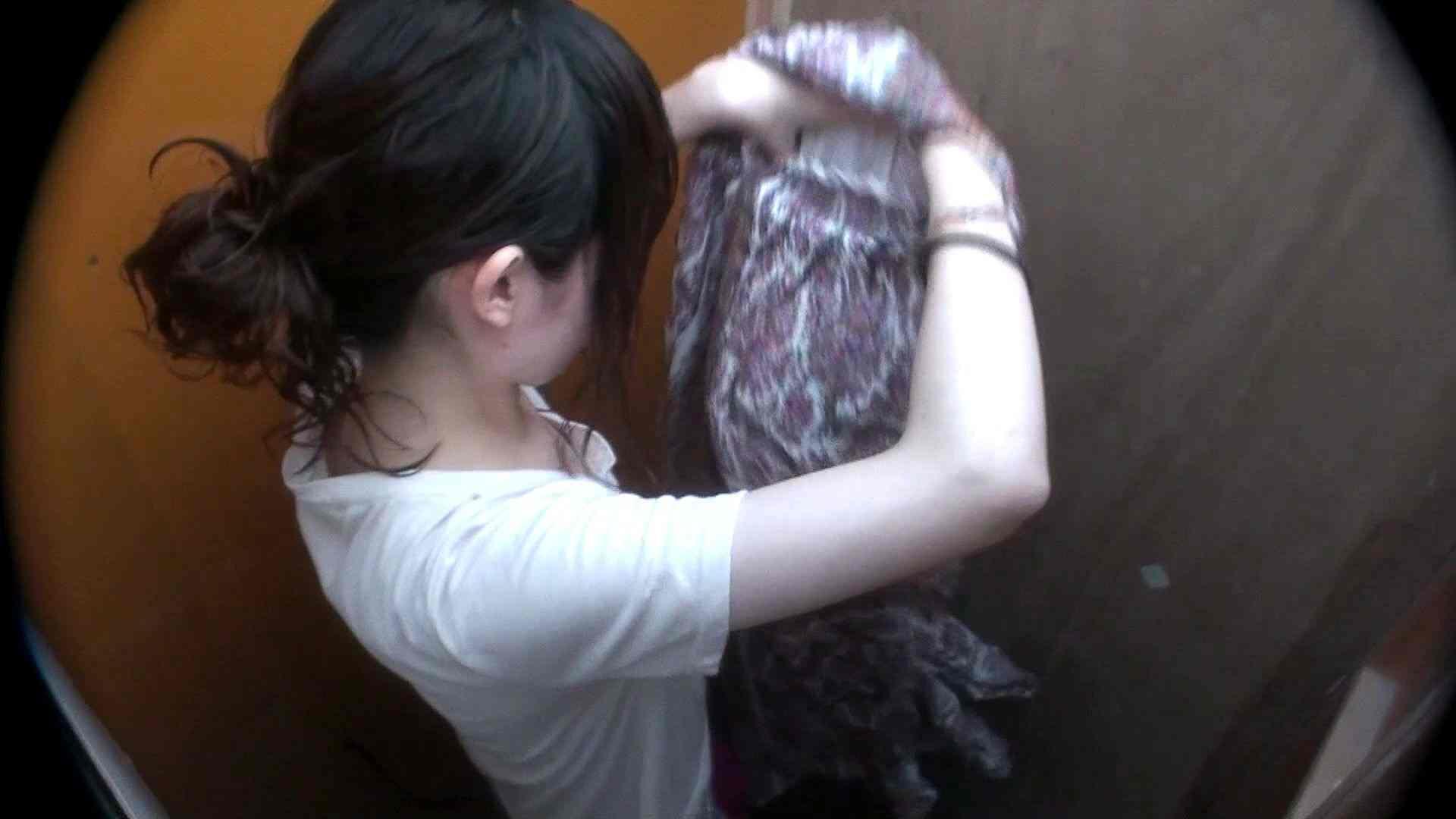 シャワールームは超!!危険な香りVol.29 こっちを向いて欲しい貧乳姉さん 脱衣所の着替え  85画像 8