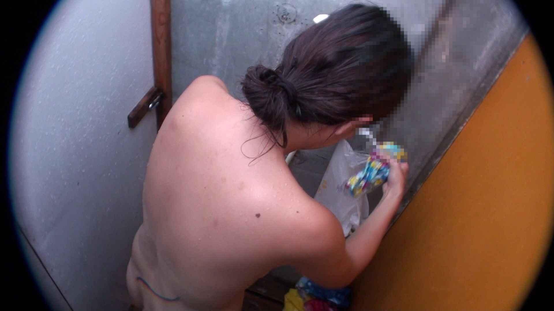 ハイビジョンシャワールームは超!!危険な香りVol.31 清楚なママのパンツはティーバック 脱衣所の着替え   エロティックなOL  103画像 82