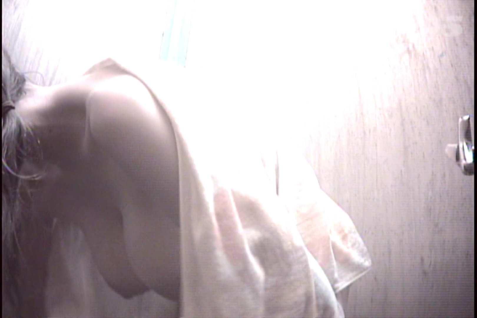 File.37 収穫の秋、こんなの取れました。必見です!【2011年20位】 脱衣所の着替え のぞき動画キャプチャ 97画像 33