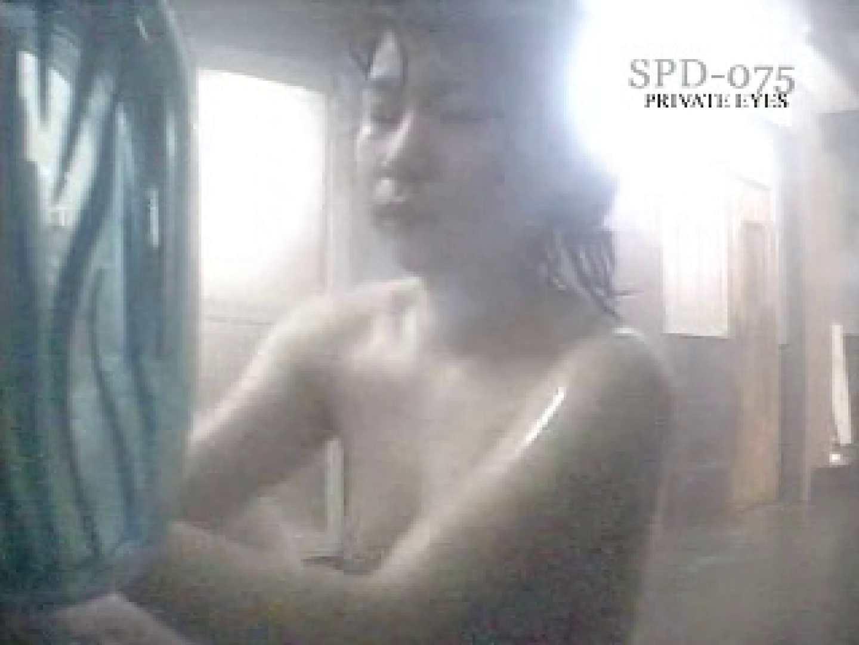 SPD-075 脱衣所から洗面所まで 9カメ追跡盗撮 後編 脱衣所の着替え  62画像 15