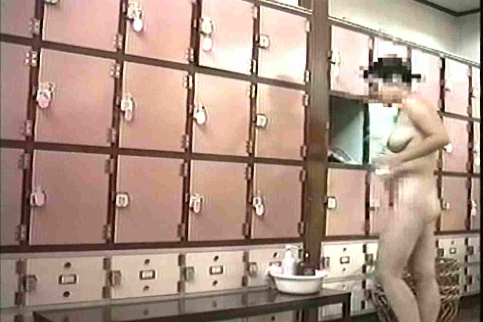 女性だからここまで撮れた 脱衣所盗撮 TK-96 脱衣所の着替え エロ画像 57画像 9