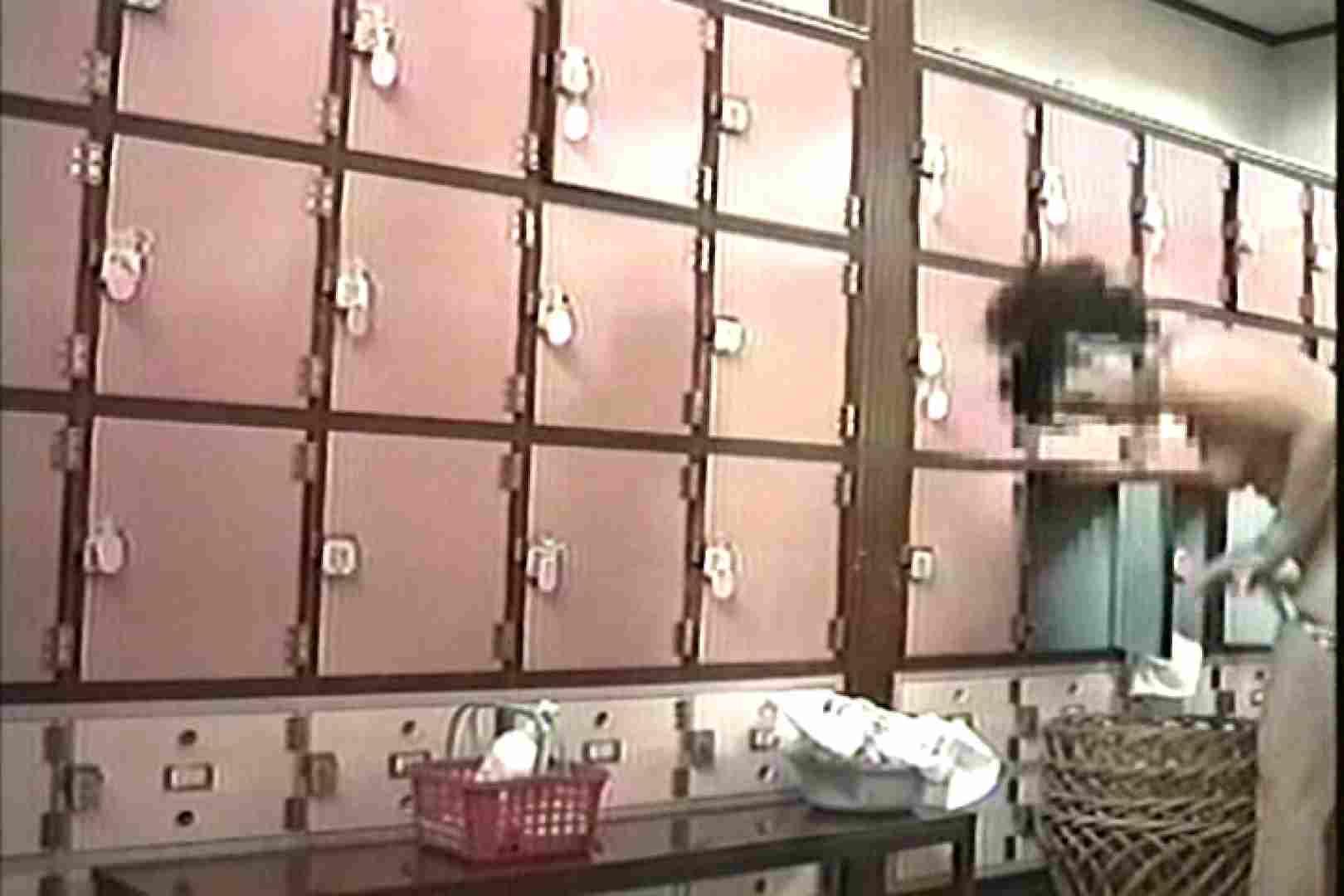 女性だからここまで撮れた 脱衣所盗撮 TK-96 脱衣所の着替え エロ画像 57画像 14