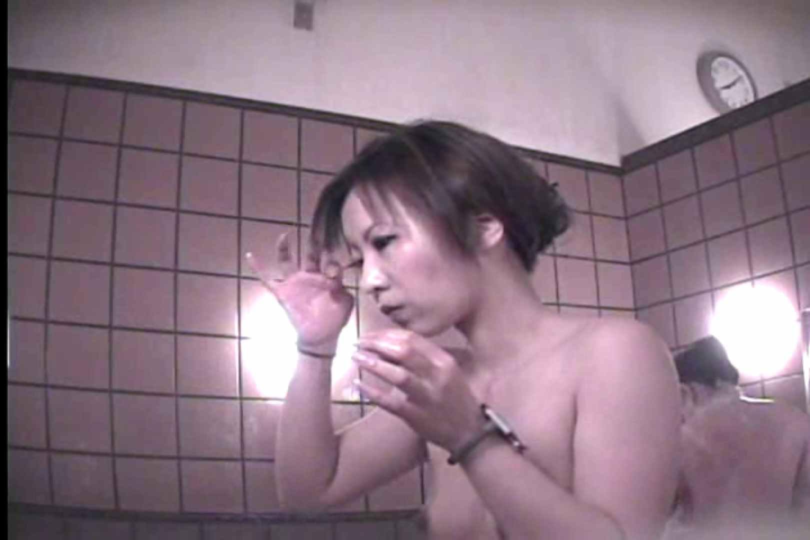 潜入女風呂 がっかり編Vol.1 脱衣所の着替え | 女子風呂盗撮  74画像 1