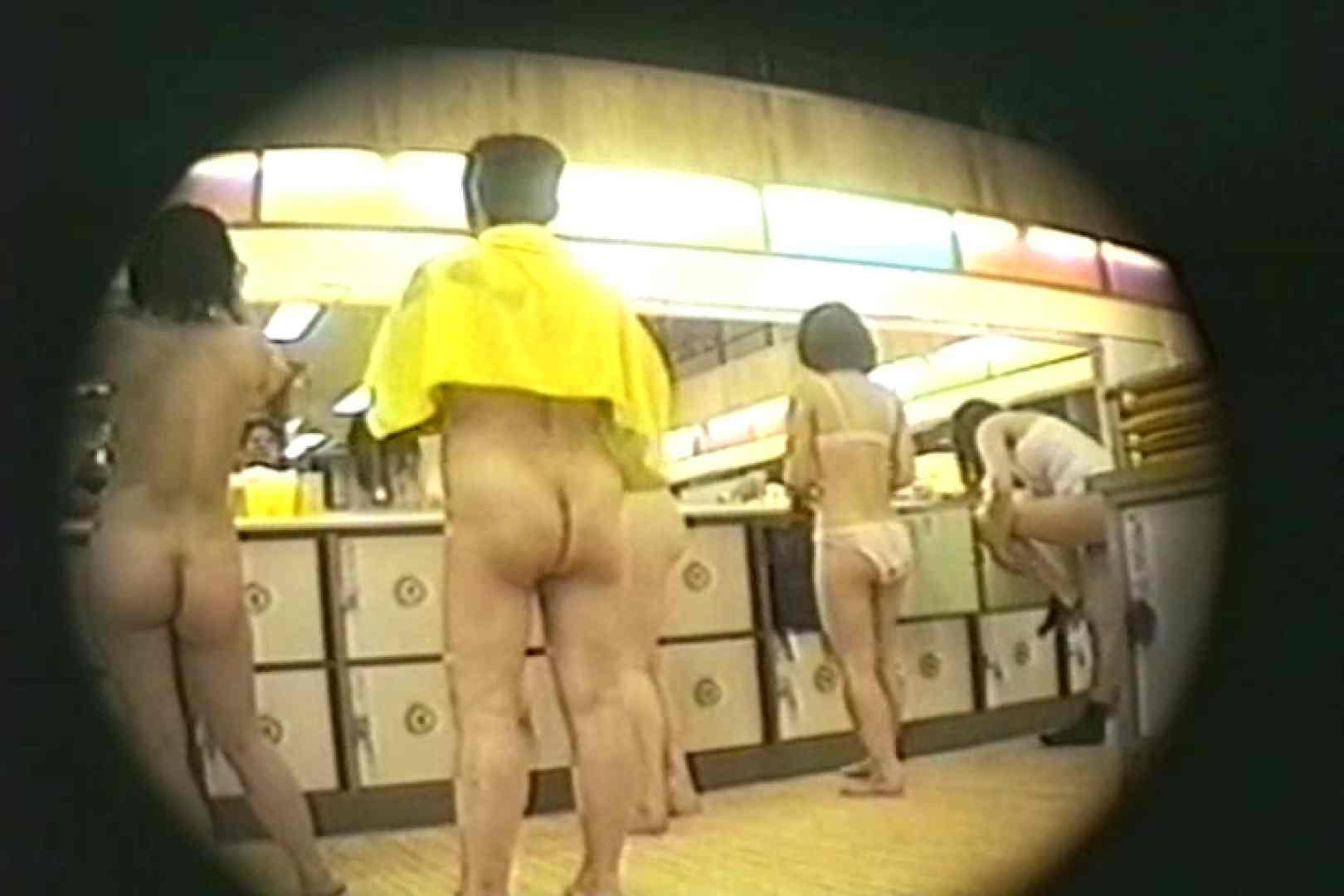 新女風呂35 脱衣所の着替え  81画像 78