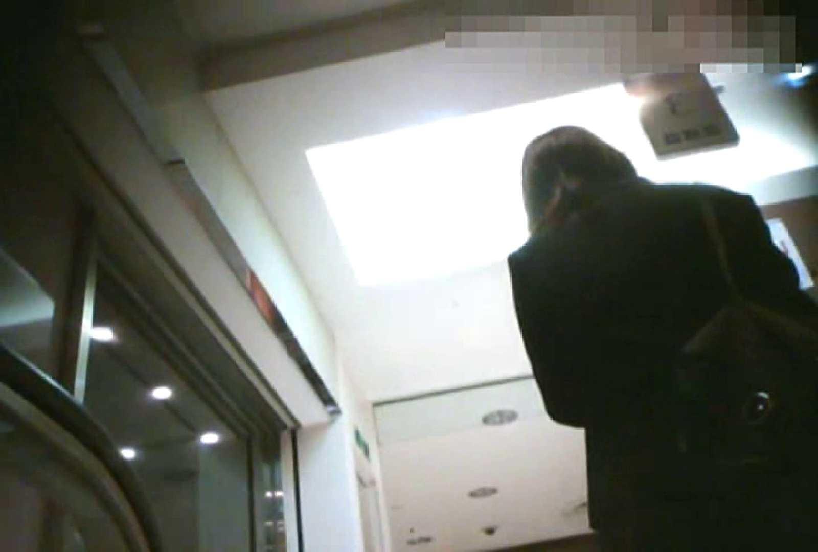 「チキン男」さんの制服ウォッチングVol.2 チラ   エロティックなOL  87画像 19