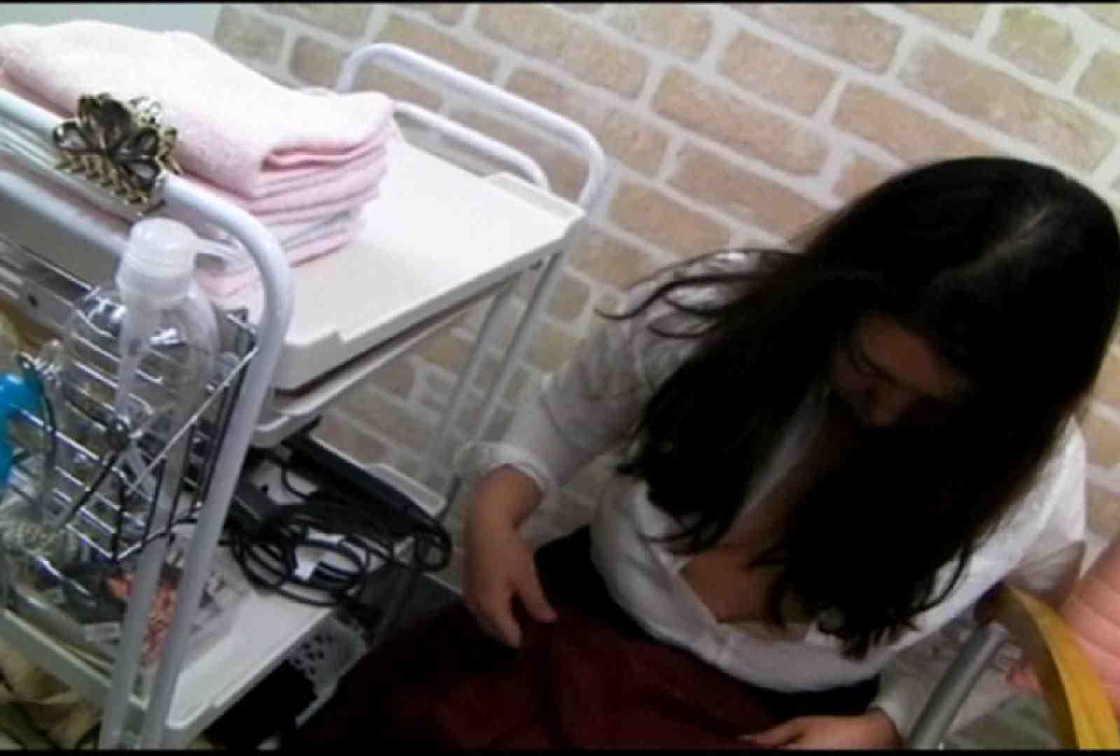 いきつけの美容院はノーブラ営業中!Vol.3 チラ オマンコ無修正動画無料 82画像 39