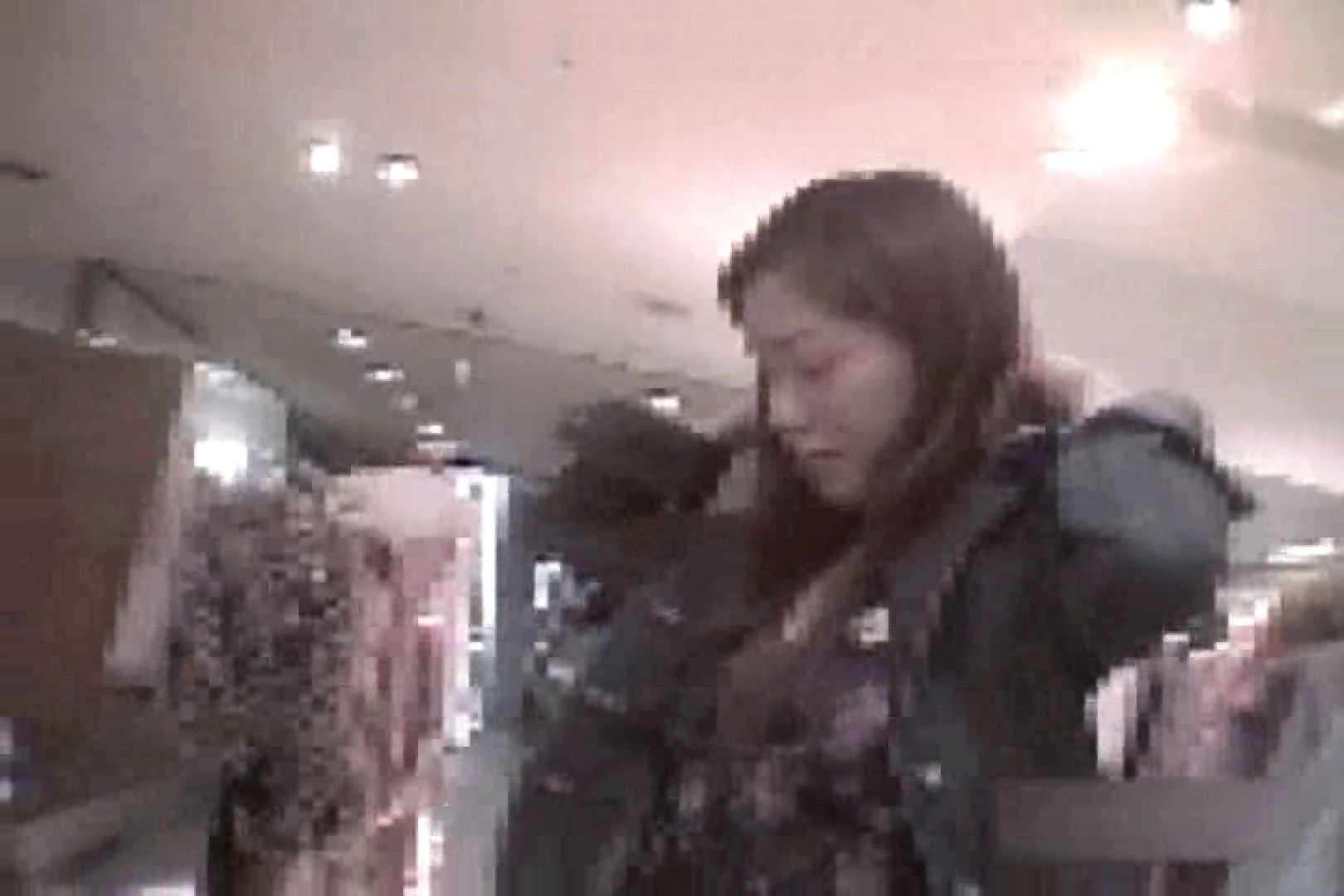 ショップ店員のパンチラアクシデント Vol.16 チラ オメコ無修正動画無料 101画像 30