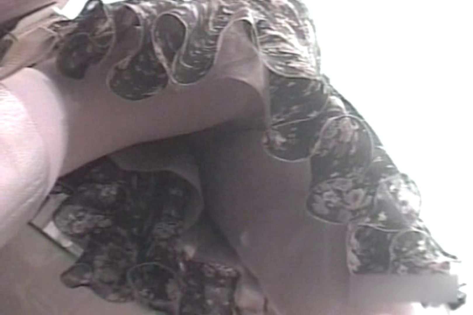ショップ店員のパンチラアクシデント Vol.16 チラ オメコ無修正動画無料 101画像 42